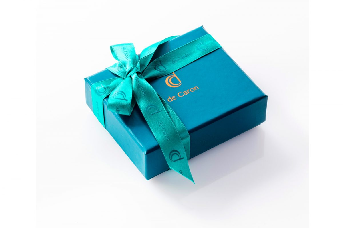 de Caron gift wrapping ring box