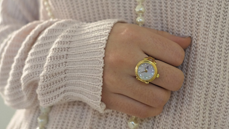 8a0a7137359 gold-finger-ring-watch-swarovski-de-caron - De-Caron